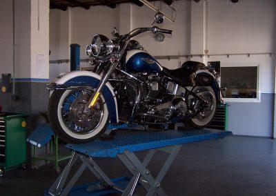 Dieses Bild soll veranschaulichen das Sie in der Hobby- und Mietwerkstatt Delong in Düren-Lendersdorf auch Ihr Motorrad/Zweirad warten können