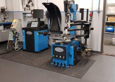 Dieses Bild zeigt unseren Bereich für die Reifenmontage der Firma TwinBusch in unsere Hobby- und Mietwerkstatt in Düren-Lendersdorf