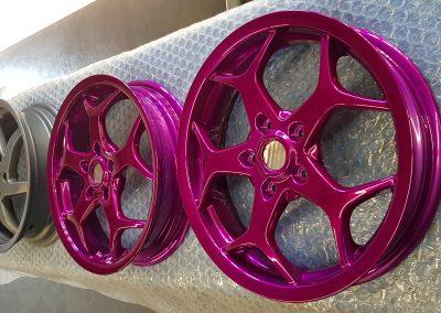 Dieses Bild dient zur Veranschaulichung unserer Leistung der Pulverbeschichtung in der Farbe Candy-Pink